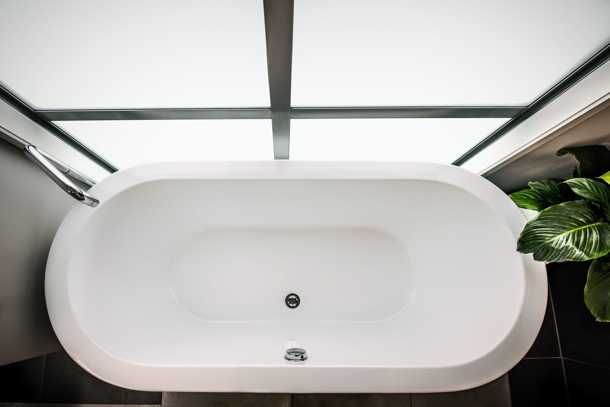 How to Refinish a Fiberglass Tub